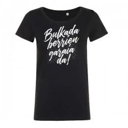 Camiseta bulkada negra entallada